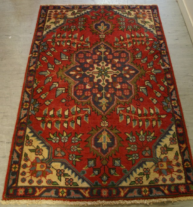 Hand Knotted Persian Rug Shiraz…