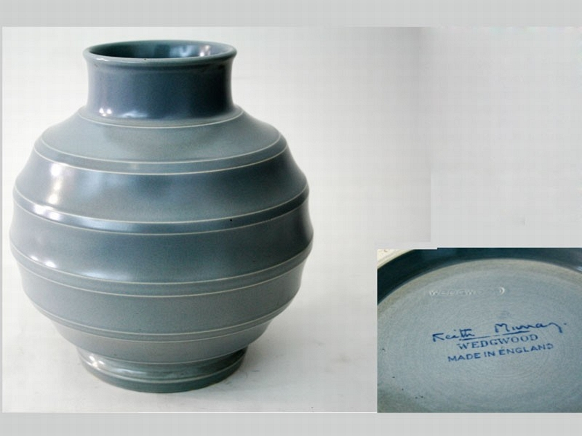 A Keith Murray Wedgwood Vase Autumn Two Day Special Sale E J