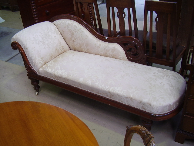 Victorian mahogany chaise lounge special antique auction for Antique chaise longe