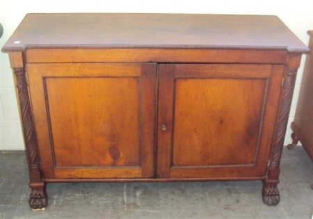 Charmant Early Colonial Two Door Cabinetu2026