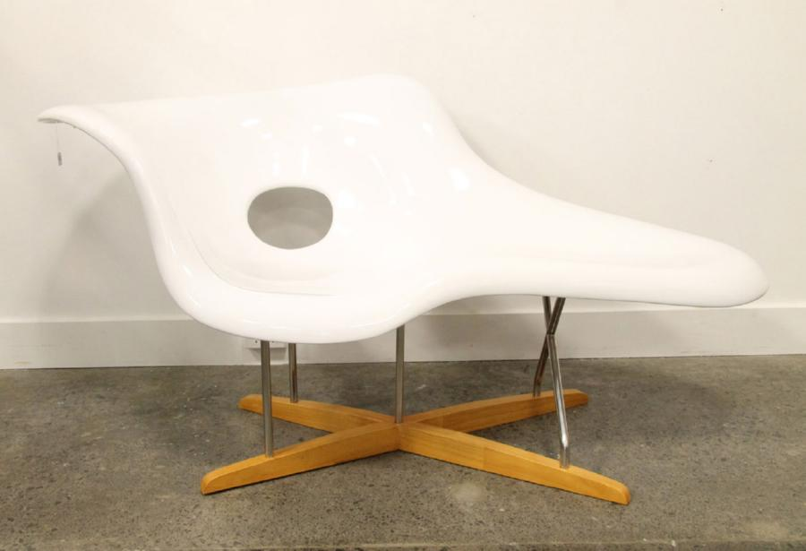 A reproduction eames la chaise antiques modern for Reproduction chaise eames